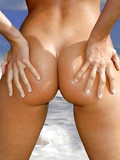 Lovely Asian Naked Babes Pics